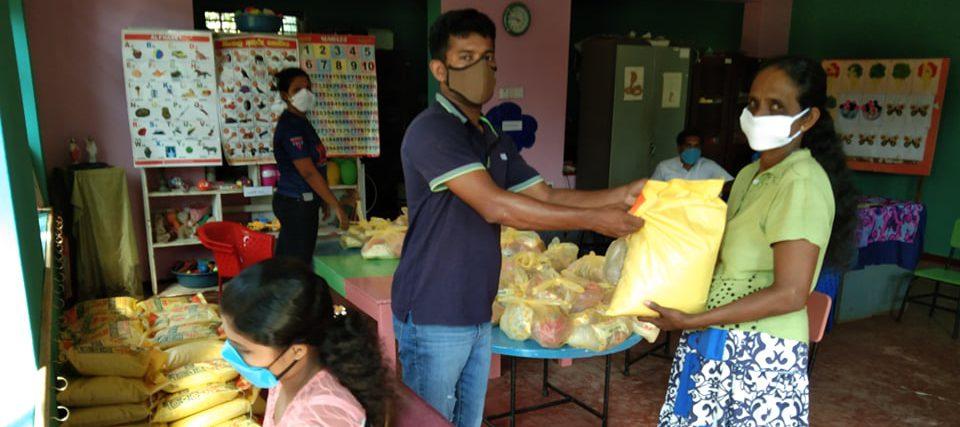 Nødpakker med mat til Sri Lanka
